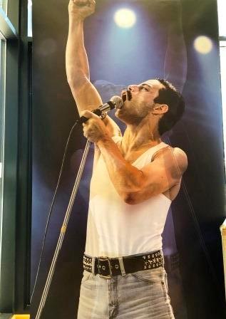 Freddie Mercury - Born to Perform
